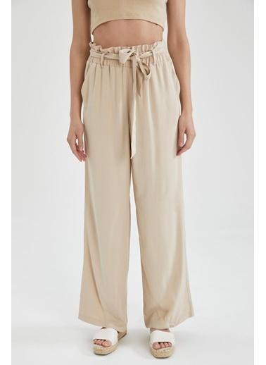 DeFacto Kuşak Detaylı Geniş Paça Pantolon Bej